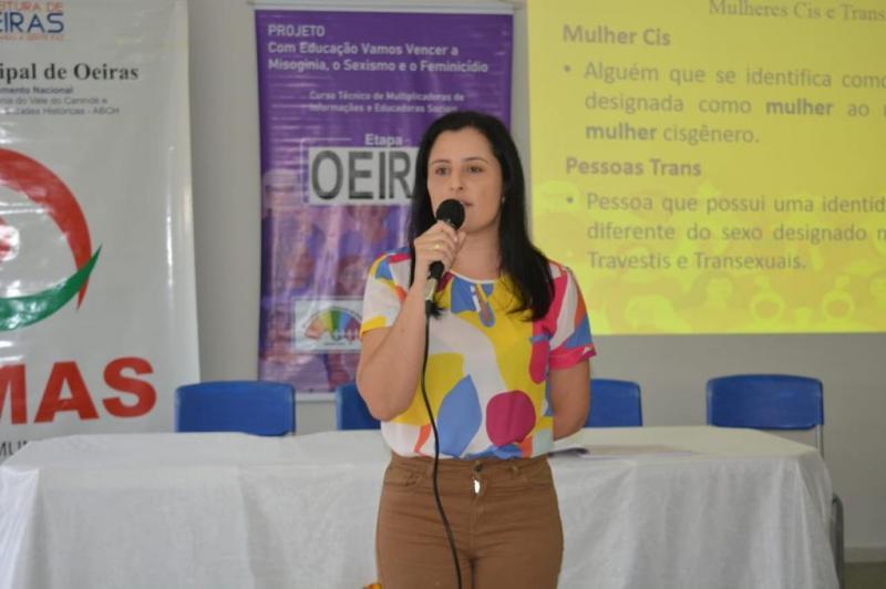 Curso debate prevenção à violência e enfrentamento ao feminicídio em Oeiras