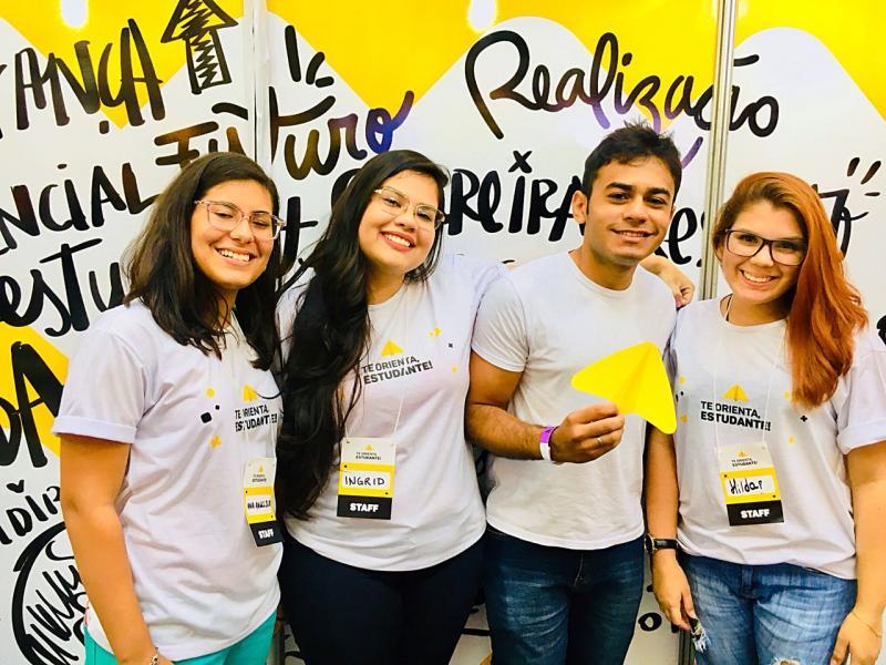 Palestrantes orientam estudantes em evento no Shopping Rio Poty