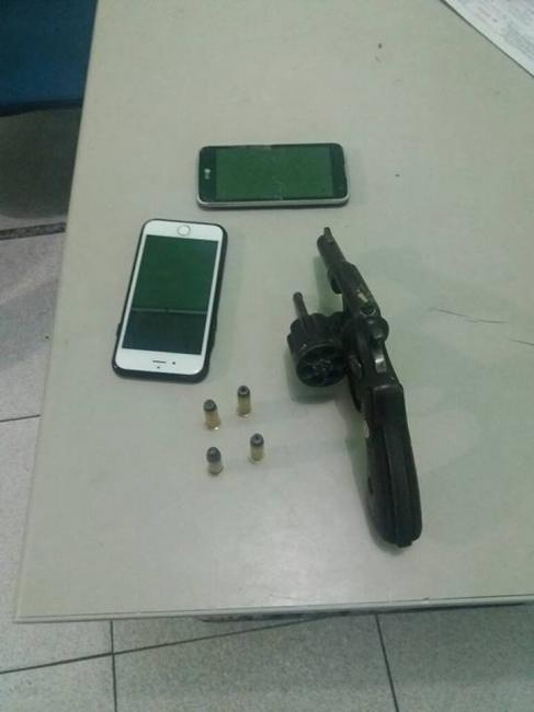 Demerval Lobão: 17º BPM apreende arma de fogo e munições em posse de dois suspeitos