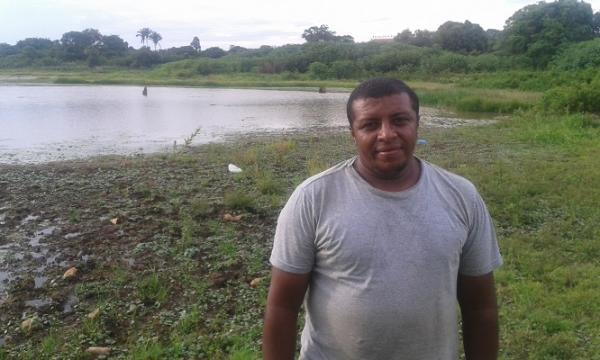 Caçador encontra Imagem Sacra de Bronze à beira de um riacho na zona rural de São Pedro