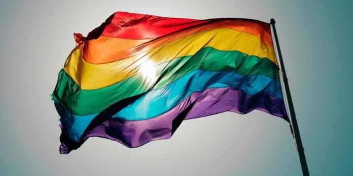 Pesquisa revela que lésbicas são mais aceitas que gays na sociedade