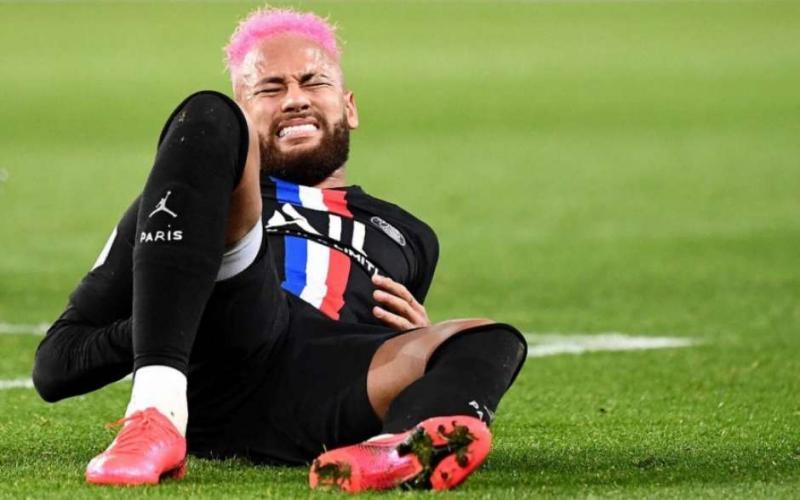 Neymar tem lesão na costela e vira desfalque do PSG