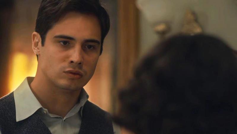 Carlos surta de raiva, dá um tapa na cara de Isabel e ofende Lola