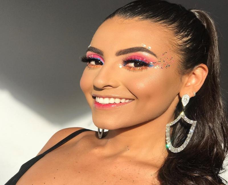 Maquiagem neon: ideias para apostar nessa tendência