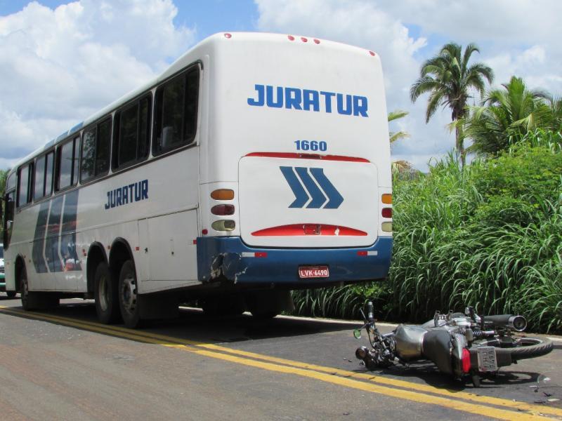 Agente de saúde fica ferido em acidente envolvendo ônibus da Juratur no Piauí