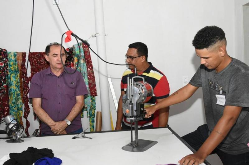 Representantes da gestão municipal visitam instalações da fábrica Colten Confecções em Floriano