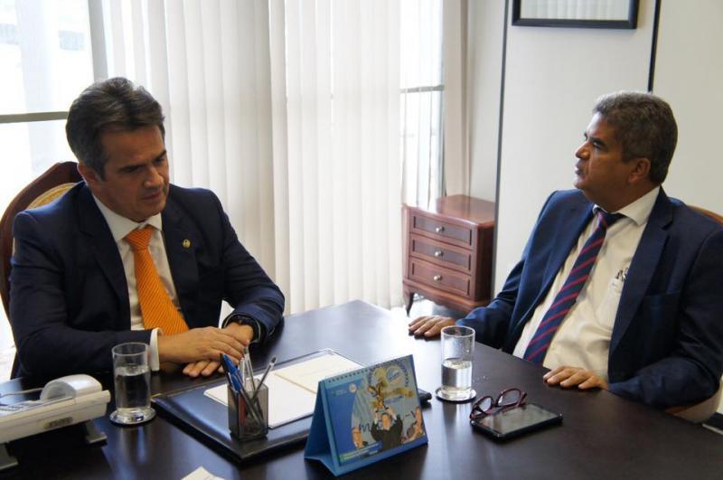 Prefeito Murilo se reúne com senador em busca de recursos em Brasília