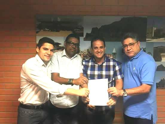 Prefeito Diego Teixeira consegue 7 mil metros de calçamentos para zona rural