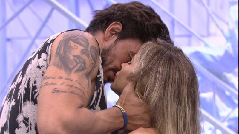 BBB20: Gabi e Guilherme se beijam na Festa do Líder