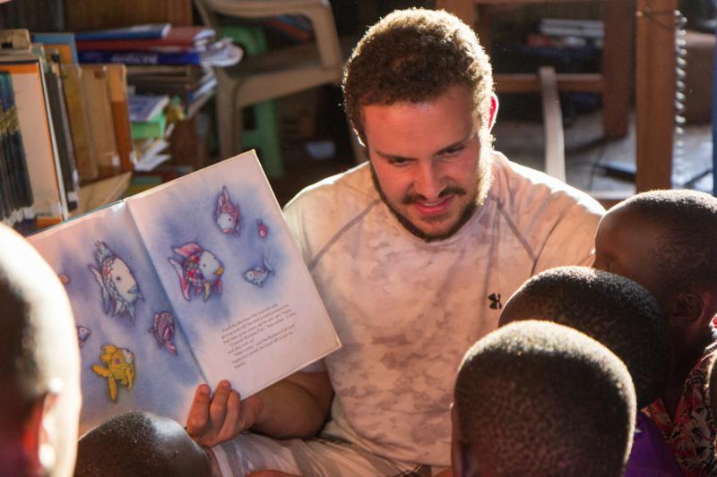 Curso gratuito capacita professores para alfabetizar alunos deficientes