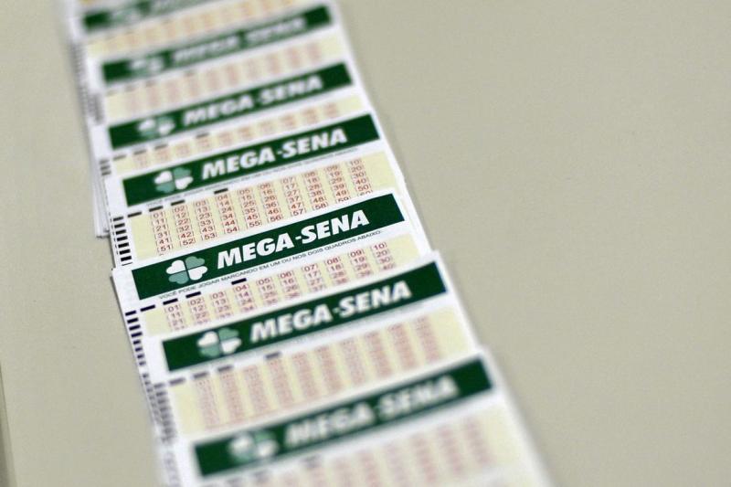 Mega-Sena acumula e próximo prêmio pagará R$ 105 milhões