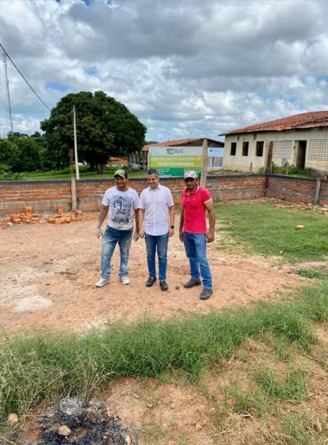 Miguel Leão | Prefeito Robertinho visita obra de construção de academia