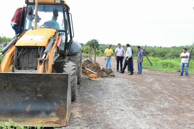 Implantação da rede de distribuição de água tem início no bairro Santa Rita