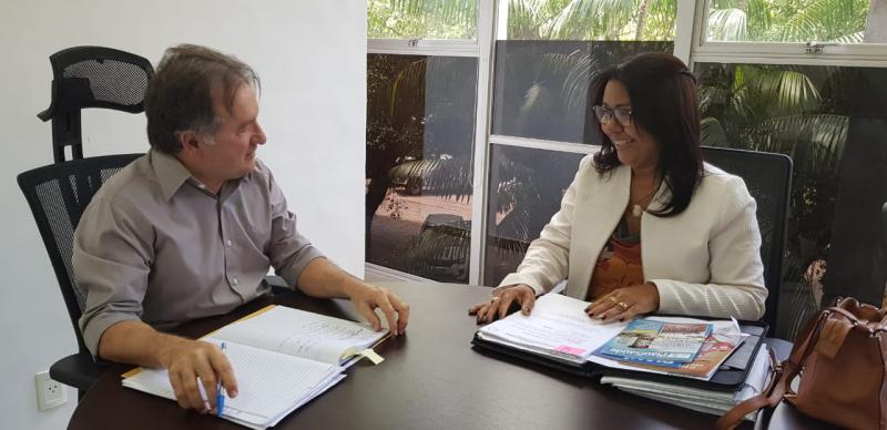 Em Teresina, prefeita Doquinha se reúne com deputado e acompanha convênios