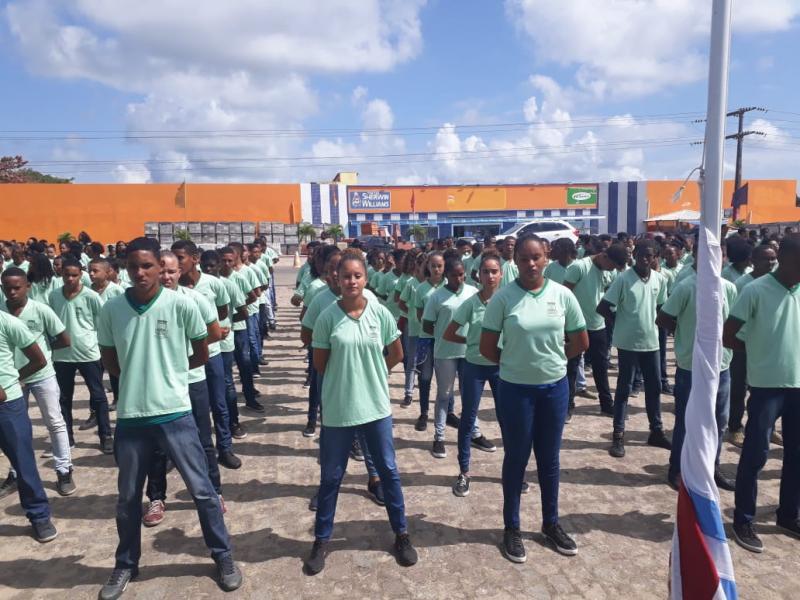 Escolas brasileiras começam a atuar no modelo cívico-militar