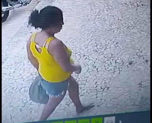 Mulher é flagrada praticando furto em José de Freitas.
