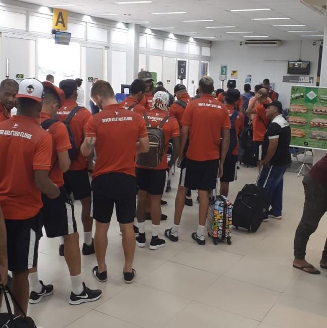 River perde conexão e embarca com 2h de atraso para jogo em Aracaju