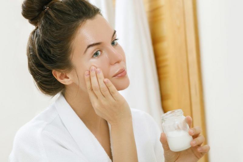 Usar produtos de marcas diferentes pode prejudicar a pele? Descubra!