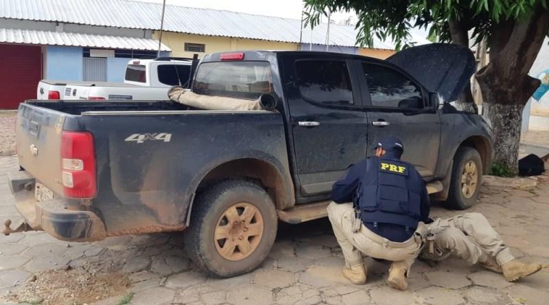 Polícia recupera pick up roubada e prende motorista na BR 135