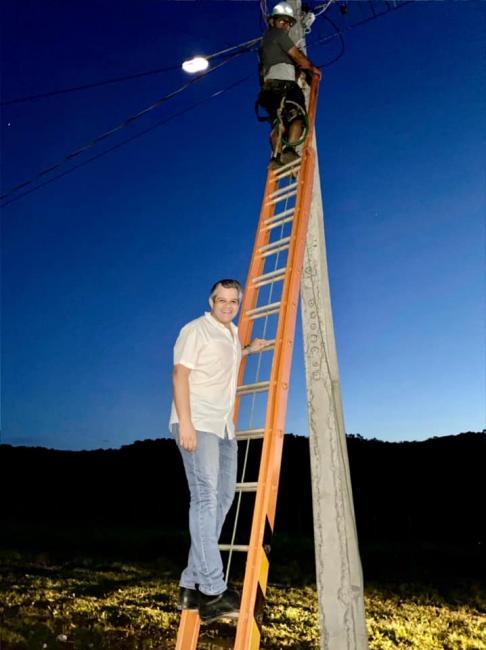 Miguel Leão | Prefeito acompanha instalação de luminárias pública