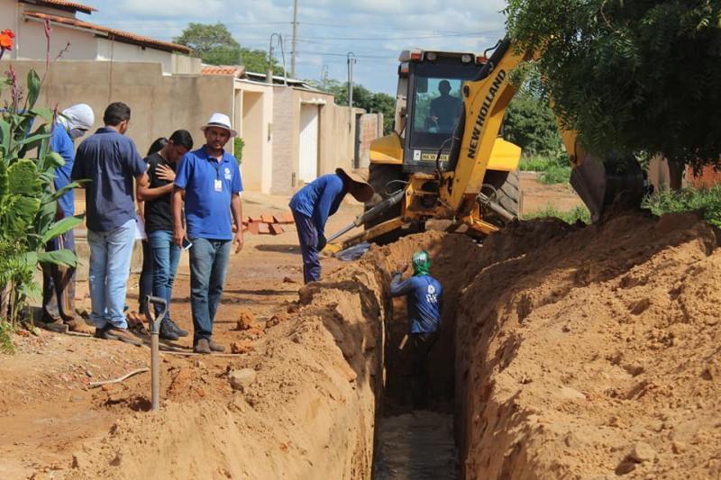 Oeiras | SAAE realiza expansão da rede coletora de esgoto no Bairro Uberaba