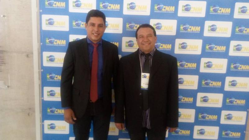 Prefeito e vice de Curralinhos solicitam a senadores obras para o município