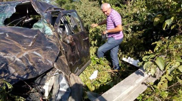 Empresário sofre acidente após pneu de carro estourar na BR-343