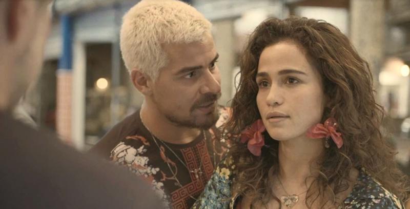 'Amor de mãe': Érica arma barraco ao ver Raul e Vitória juntos