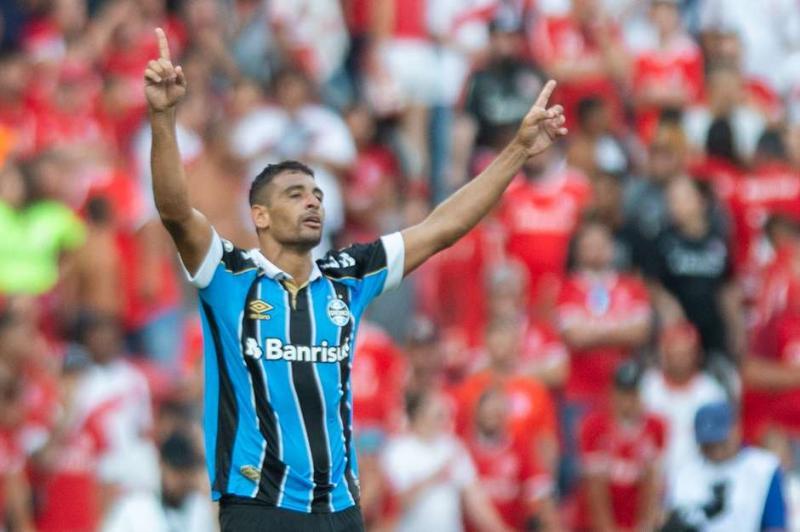 Diego Souza marca no fim e Grêmio elimina o Internacional