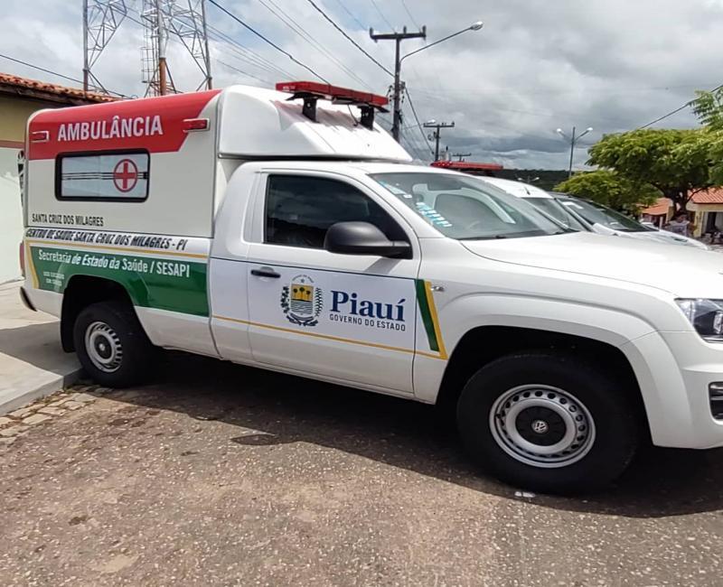 Prefeito recebe nova ambulância para o município de Santa Cruz dos Milagres