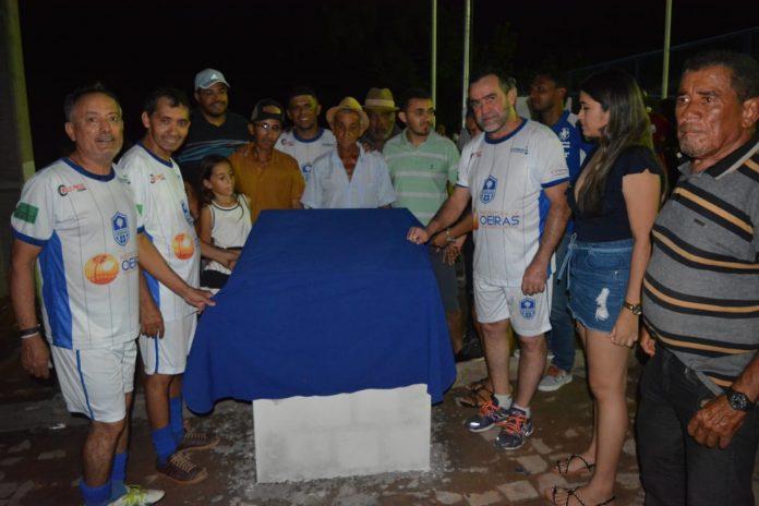 Zé Raimundo inaugura quadra poliesportiva no povoado Boa Nova em Oeiras