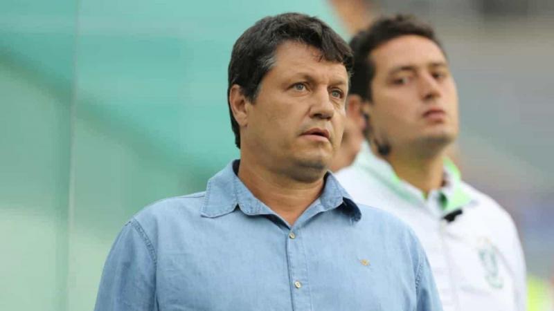 Adilson Batista exalta esforço do Cruzeiro por superar desgaste físico
