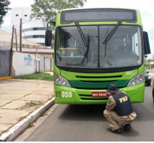PRF apreende ônibus coletivo com placa clonada em Teresina