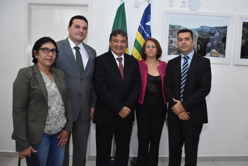 OAB Piauí e Governo do Estado assinam Termo de Cooperação Técnica