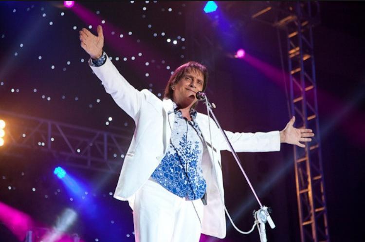 Roberto Carlos concretiza dueto com Andrea Bocelli arquitetado há 14 anos
