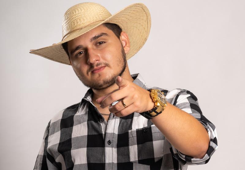 Biu do Piseiro viraliza com remix de pisadinha e estilo 'funk do sertão'
