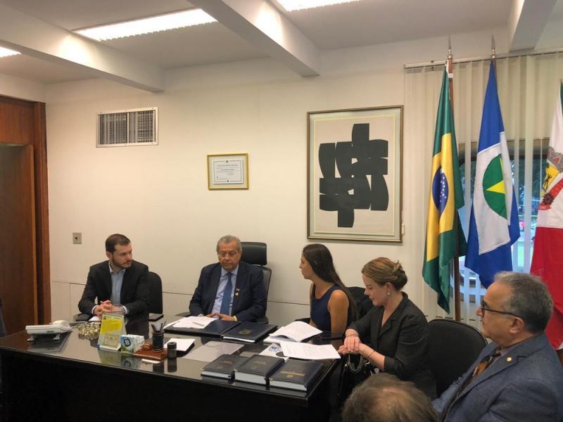 PT, Psol e Rede pedem cassação do mandato de Flávio Bolsonaro