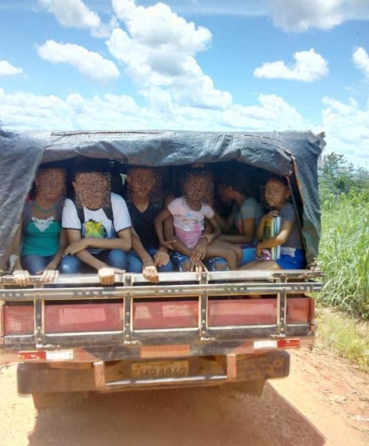 Alunos são flagrados sendo transportados em 'pau de arara' no PI