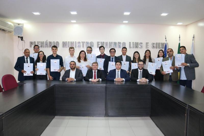 Advogada e estagiários (as) prestam compromisso na sede da OAB Piauí