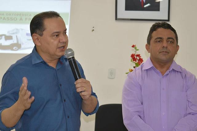 À esquerda, o secretário de Saúde de Campo Maior, Marcelo Miranda, e o prefeito Professor Ribinha | Foto: Divulgação/Prefeitura de Campo Maior
