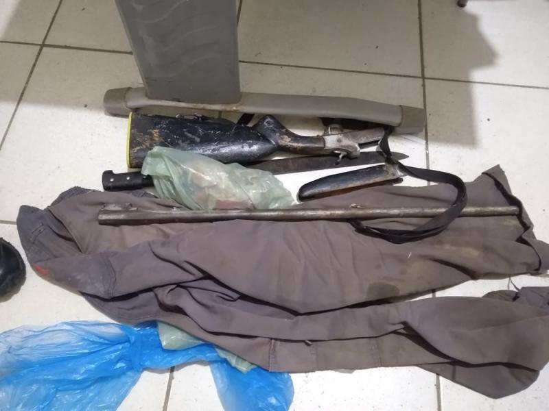 Suspeito de matar mulher a facadas é preso com roupa suja de sangue