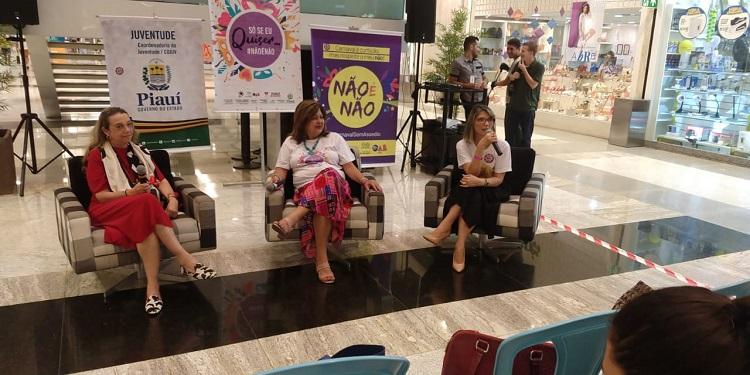 Comissão da Mulher Advogada da OAB Piauí participa de campanha