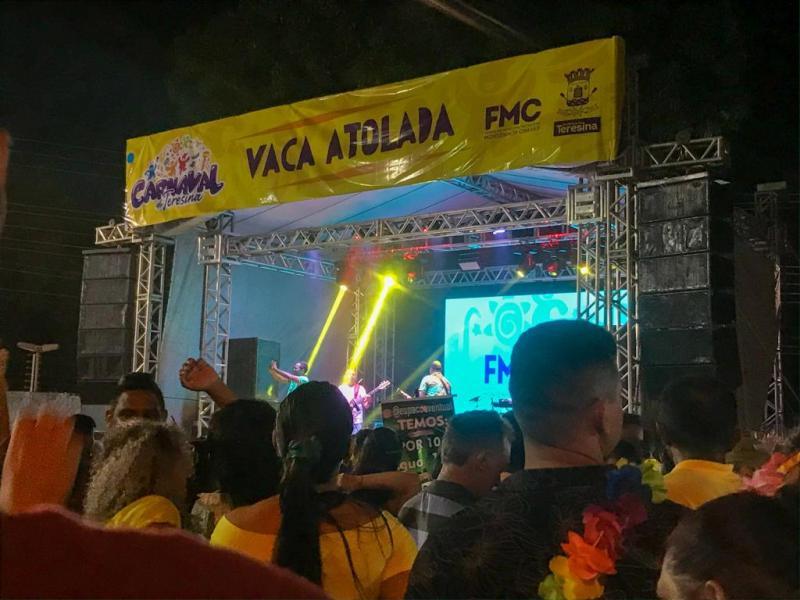 Bloco Vaca Atolada faz a festa dos foliões no terceiro dia de Carnaval