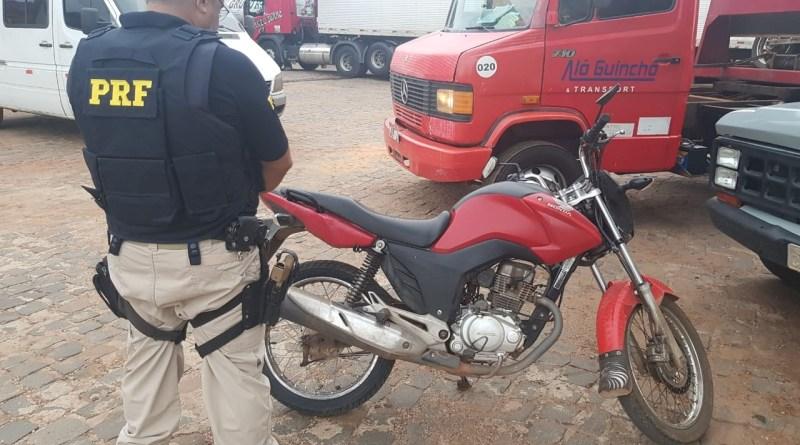 PRF apreende motocicleta com recorde de infrações na BR-316