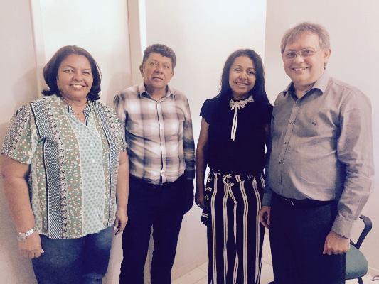 Prefeita Doquinha no INTERPI, providencia os títulos das terras de Colônia do Gurguéia
