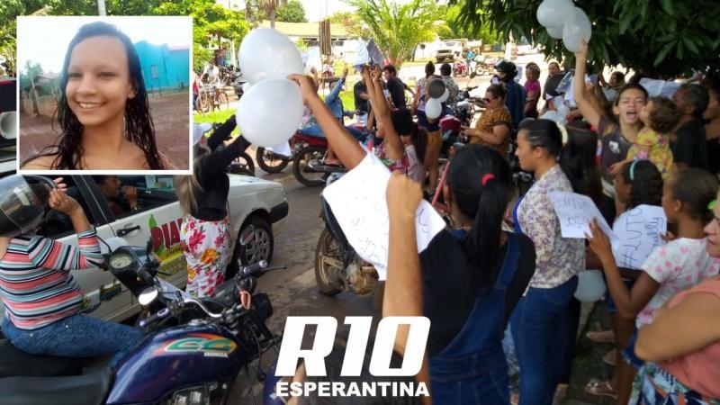Familiares e amigos pedem justiça em protesto contra assassinato de jovem