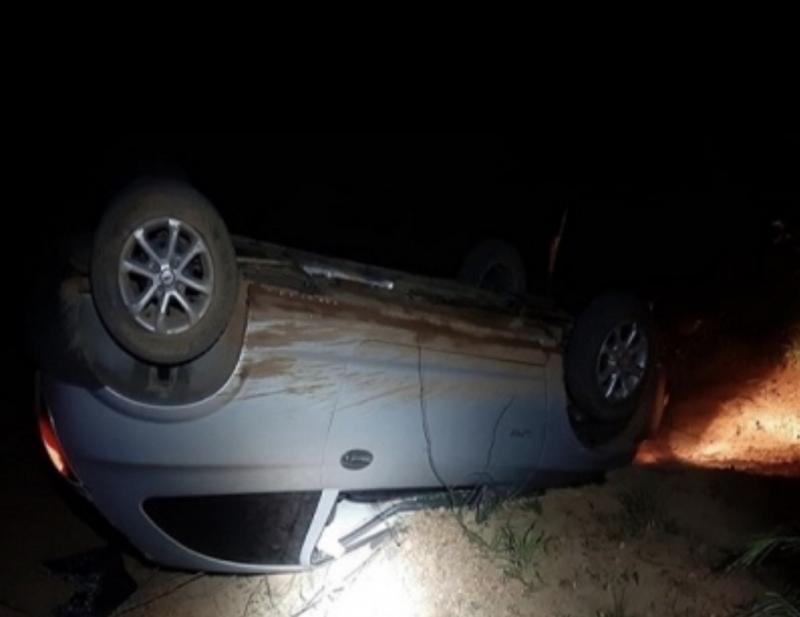 Motorista embriagado capota carro ao fugir da PRF na BR-230