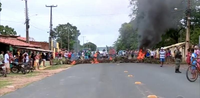 População bloqueia PI 112 em protesto por falta de energia