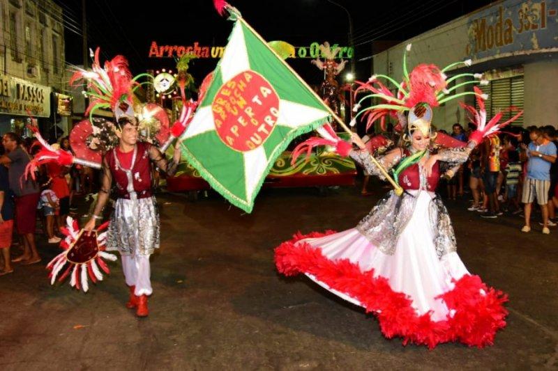 Arrocha um Aperta Outro é a vencedora do desfile das escolas de samba