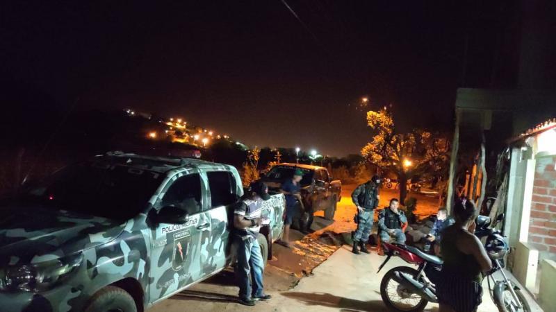 Polícia Militar de Picos dá voz de prisão a suspeito com drogas em bar